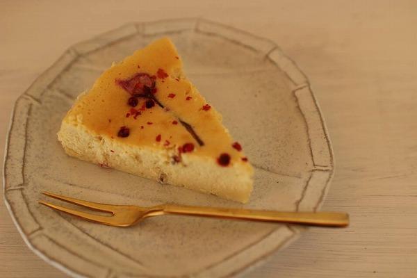 桜の塩漬けスパイスチーズケーキ